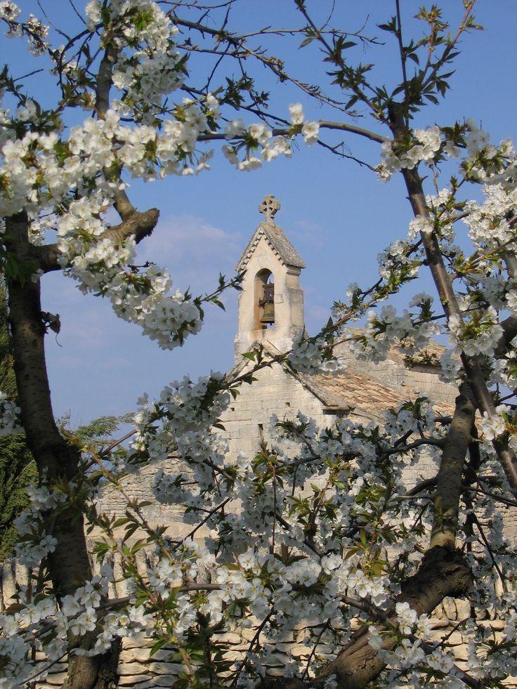 Kerkje in Saint Pantaleon, Provence, Frankrijk.