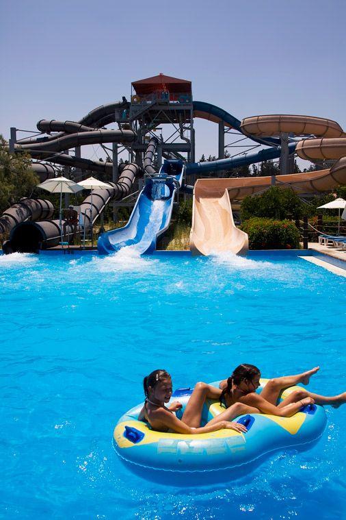 Limassolin matkat saavat viehätyksensä kaupungin vastakohdista. Limassolissa yhdistyy kaupunki- ja rantaloma, nuorekas ilmapiiri ja historiallinen elämänmeno. Siksi sopii hyvin kaikille auringosta ja lämmöstä pitäville lomailijoille. #Limassol #Kypros #AurinkoKypros #Aurinkomatkat #vesipuistot