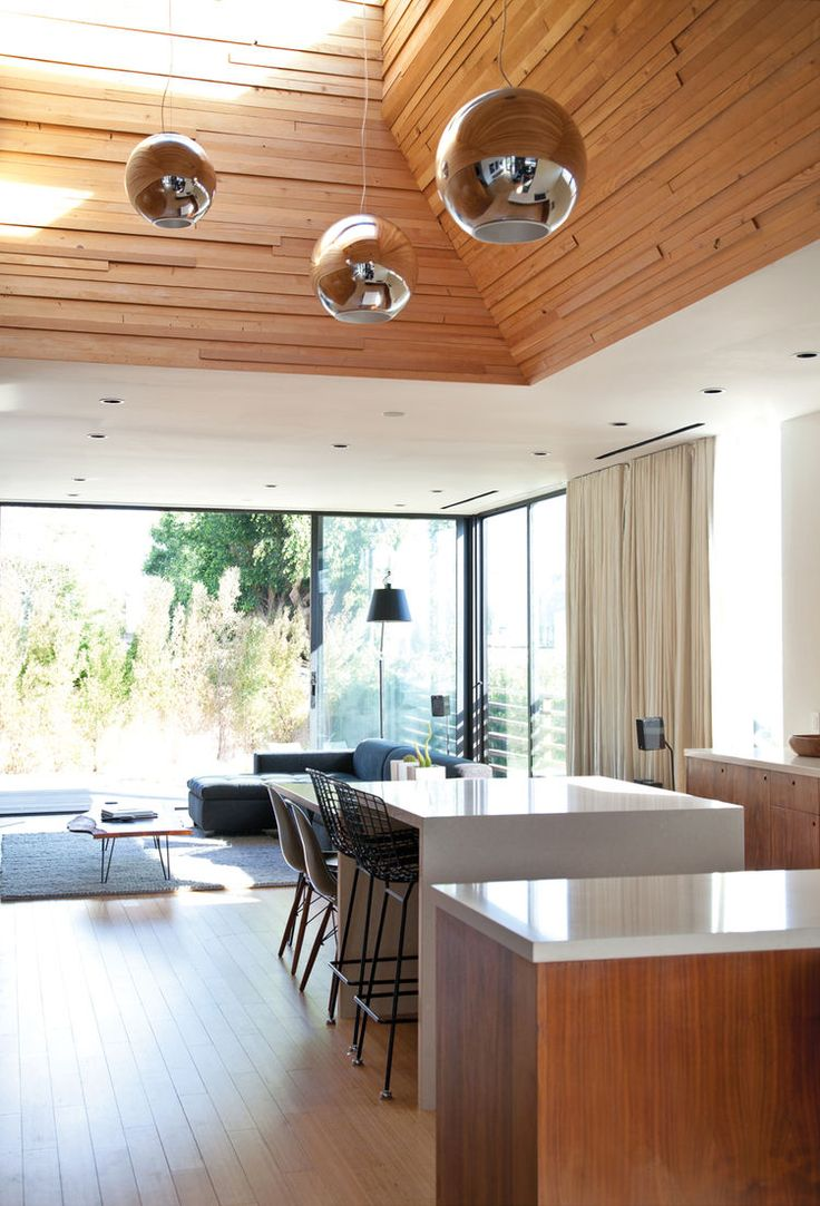 Modern dining area with Globo di Luce pendant lamps