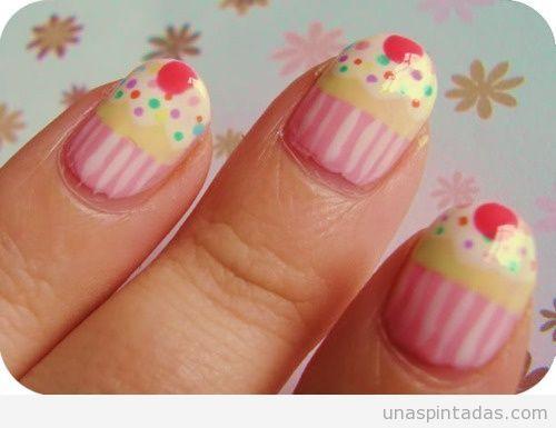 se trata de uñas. Este es un diseño para las uñas para niñas,jovenes,adultas.Etc.. es un cupcake <3 muy mono apoco no.