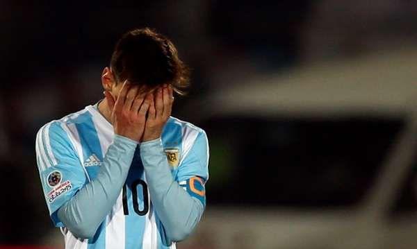 Messi no quiere ni mirar. Decepción. (Gustavo Ortiz)
