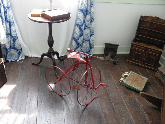 Oakley Plantation - Children's Room, All of these items are original to the home.
