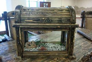 Аквариум-сундук в дереве с кованой отделкой, сундук-бар, сундук под старину. Столы и тумбы под них - Bsmebel | Воронеж