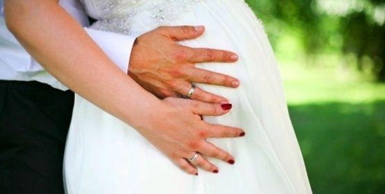Spose incinte ed abiti da sposa premaman
