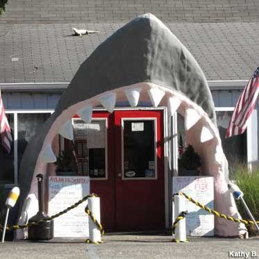 Center Moriches, New York: Shark Mouth Seafood Store Entrance