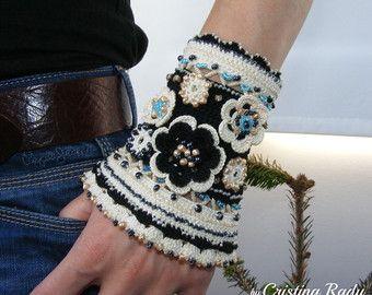Manschette Armband Boho chic, Baumwollfaden mit gehäkelten Blume und Glasperlen, schwarz und Creme Ethno-Armband, Einmaliges Geschenk für Frau