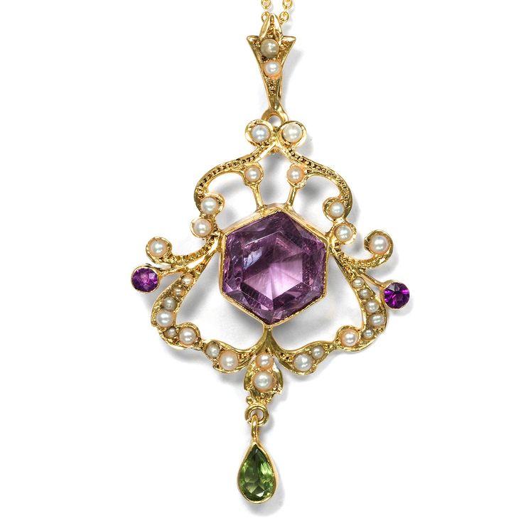 Give Women Vote - Schöner britischer Suffragetten-Anhänger der Jahre um 1905 von Hofer Antikschmuck aus Berlin // #hoferantikschmuck #antik #schmuck #antique #jewellery #jewelry // www.hofer-antikschmuck.de