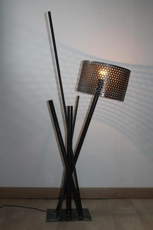 Lampe design abat-jour tôle perforée réalisée par un créateur de ...