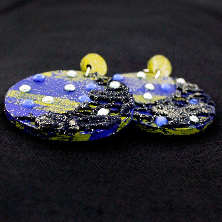 Orecchini handmade in legno dipinto a mano giallo e blu, pizzo e strass : Orecchini di francesca-colautti-bijoux