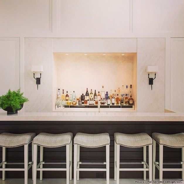 We love this simple glamour home bar from @houzzau. This layout design would be perfect for a #mancave or outdoor entertainment area #home #bar #stylish #inspiration