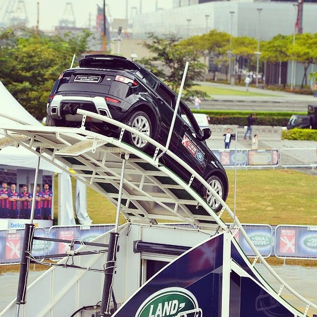 "5,458 aprecieri, 55 comentarii - Land Rover (@landrover) pe Instagram: ""#RangeRoverEvoque takes on our #LandRoverExperience Terrapod during Act One of the @extremesailing…"""