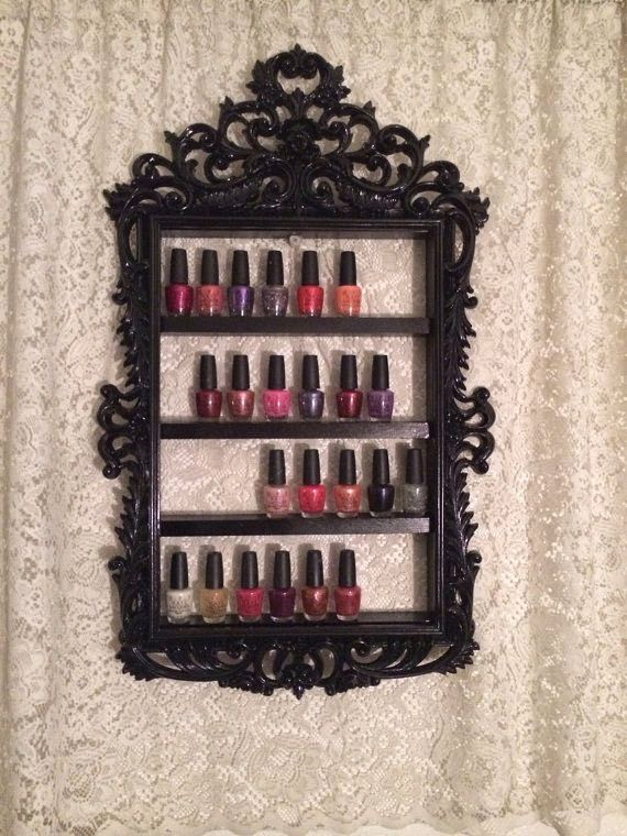 Cada uma tem sua forma de  organizar seus esmaltes : algumas em  nécessaire , outras nos armários , pode ser em gavetas  ou algumas prefere...