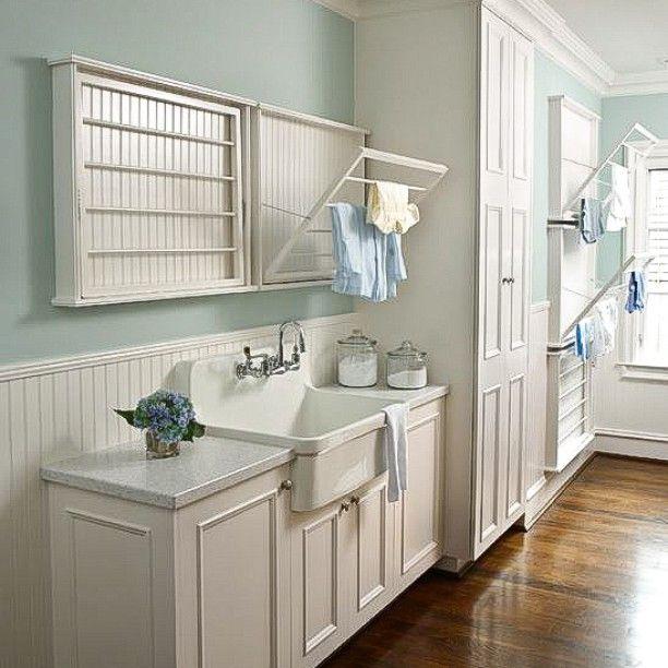 Настенные компактные сушилки для белья не только значительно сэкономят пространство, но и украсят его, если будут выполнены в стилистике интерьера. Берем на заметку! #enjoy_home #inspiration #настенная_сушилка_для_белья