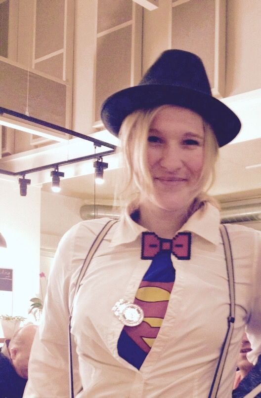 Me at Halloween, im Superman undercover. Hama Bow tie