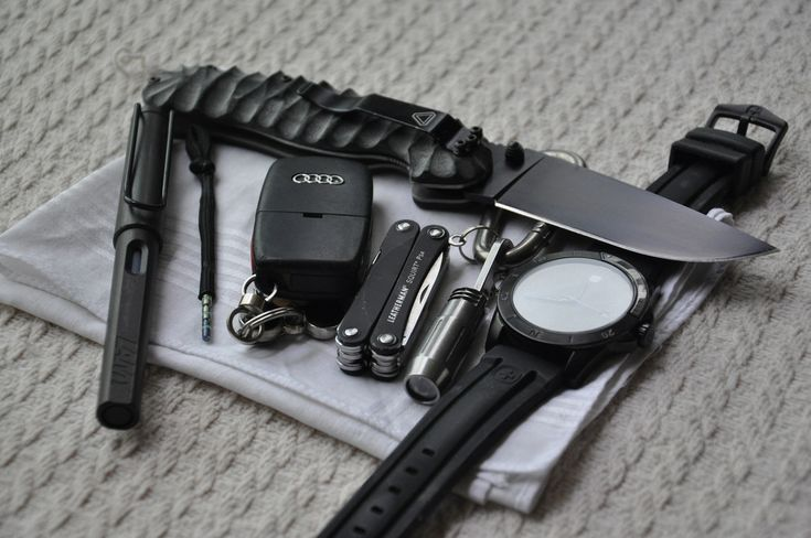 The custom scales on the RAT look nice. Nice gear my friend. Approved. gearoholicsanonymous:  thenewartemis:  everyday-cutlery:  Kye4some's EDC  Hot damn, love that knife.  Hot damn, I love this all to be honest.