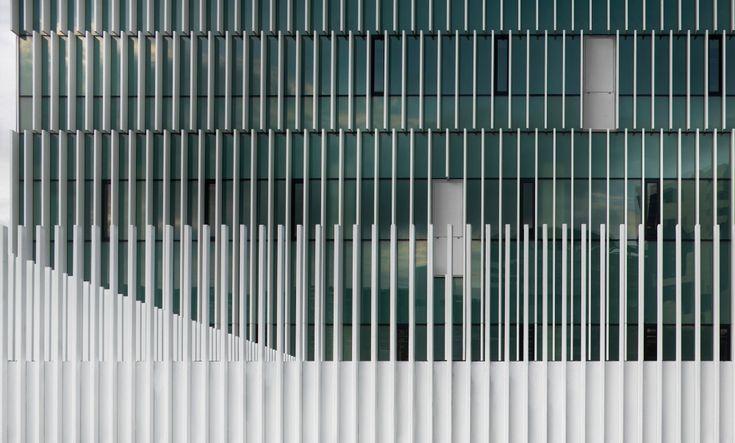Cruces Hospital General Services Building Gonzalo Carro & Javier Pérez Uribarri / ACXT