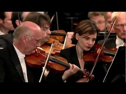 ▶ Mussorgsky Pictures at an Exhibition (1/3) Valery Gergiev Vienna Philharmonic - YouTube