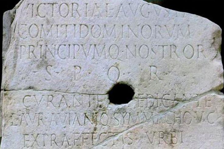 Iscrizione con la dedica alla Vittoria Augusta dal Ponte di Valentiniano. 365 – 367. Marmo. Rinvenuta a Roma nel 1878 nell'alveo del Tevere. Museo Nazionale Romano, Roma