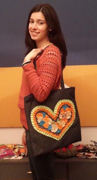 Cartera Corazón, jean con flores de tela aplicadas