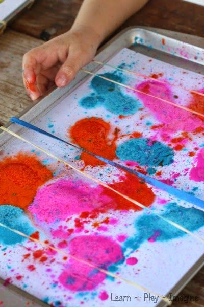Snap painting with rubber bands with fizzy paint!