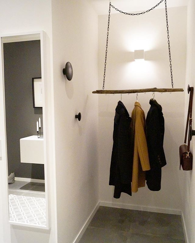 """@heikes_homestory on Instagram: """"Unsere DIY Garderobe. Den Ast habe ich bei Dawanda bestellt und die Kette ist vom Baumarkt. Man kann natürlich auch einen Ast im Wald…"""""""
