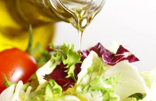 食べ過ぎ予防にも!? 良質なオイル「グッドファット」を摂るべき7つの理由