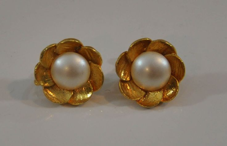 1980s Brushed Gold Tone and Faux Pearl Lady Like Chic Flower Adjustable Clip Earrings
