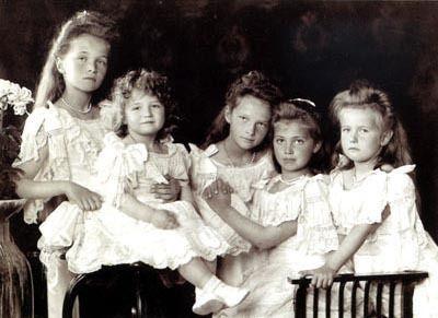 Anastasia-Romanov-with-her-siblings-anastasia-romanov