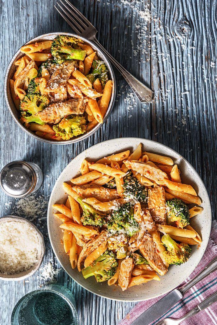 Lightning fast pasta with chicken in tomato cream sauce with broccoli   – Heute ein Fleischgericht | Rezepte & Gerichte mit Fleisch