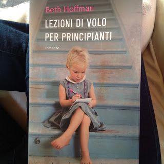 Questo venerdì, per il consueto appuntamento con i libri ideato da Paola , vorrei consigliare quello che ritengo sia uno dei più bei romanz...http://mammavvocato.blogspot.it/2016/12/lezioni-di-volo-per-principianti-le.html