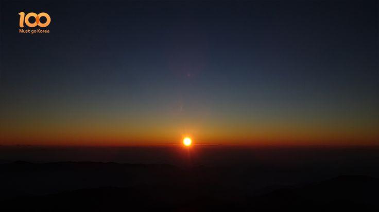 Sunrise of Jirisan Mountain (지리산의 일출)