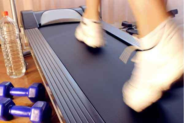 There's still time to take charge of your New Years Resolutions! These top-rated treadmills come with extras (awesome speakers, pre-programmed cycles) to make exercising fun (at an affordable price).