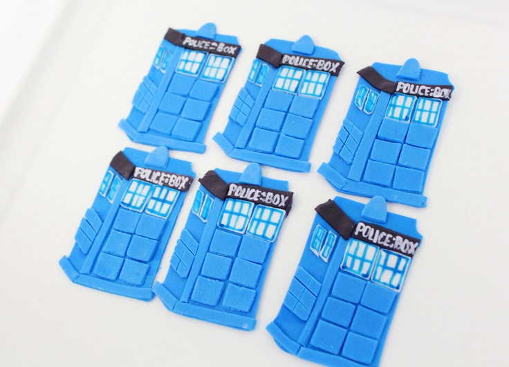 Cupcake Toppers Police Box for Whovian Cupcakes 12 qty Who cupcakes, Doctor Cupcakes, Nerd Cupcakes, Geek. $24.00, via Etsy.