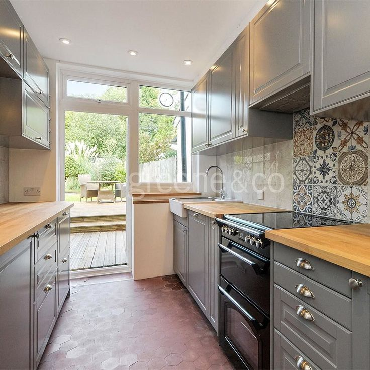This immaculate five double bedroom house features a private garden and is located on a quiet slip road just minutes from Crouch End Broadway and Priory Park. #Rent #CrouchEnd #PrioryPark #London #N8 #LondonProperty #home #property #NorthLondon #realestate #LondonHome #style #house #garden #familyhome #kitchen