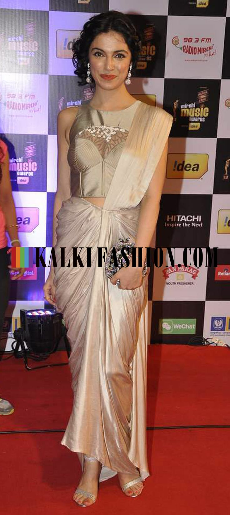 http://www.kalkifashion.com/ Divya Kumar Khosla walked the red carpet of Mirchi Music Award 2014 in Sonaakshi Raaj saree gown