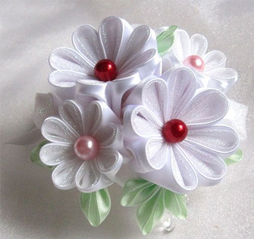 Hey, I found this really awesome Etsy listing at https://www.etsy.com/listing/215184314/hair-barrette-with-a-bouquet-kanzashi