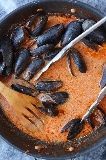 mussels in red cream sauce
