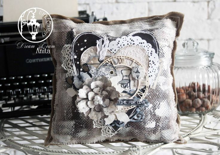 "UHK Gallery - inspiracje Amazing pillow ""Time for love"" by Anita Nosova (UHK Gallery dream Team)"