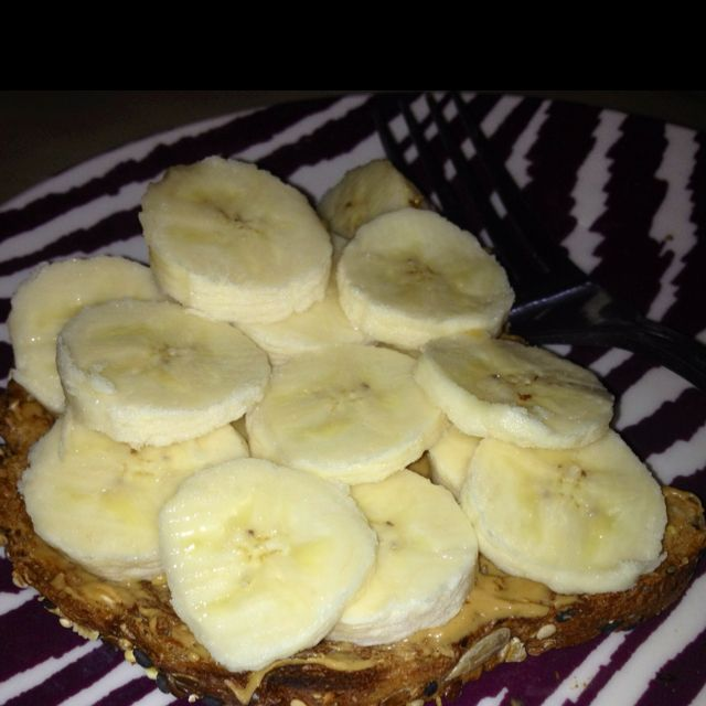 Weight watchers peanut butter banana toast =3 points plus. I slice of Dave's killer light bread ( only 65 calories/1g fat per slice) 1/2 tbsp of reduced fat peanut butter & 1 organic banana makes for a tasty filling breakfast and also gives you a ton of t reduce weight ww recipes