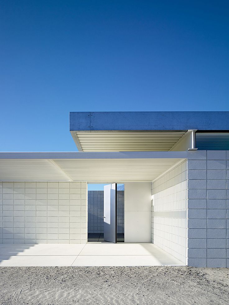Ultra modern minimal white house in Palm Springs, Desert One by Jim Jennings architecture _