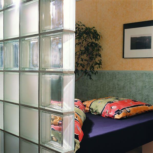 Divisorios que imprimen más que funcionalidad al hogar - Ladrillos de vidrio y metal VITROBLOCK