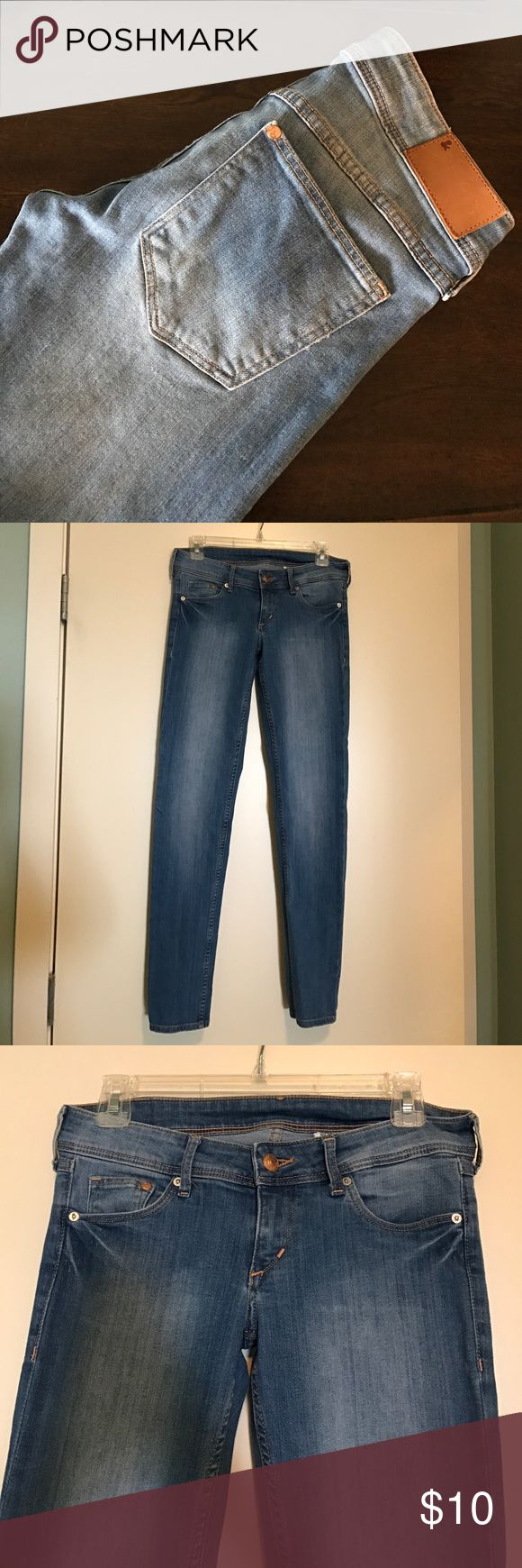 """H&M Super Low Super Skinny Light Wash Jeans 28/30 Women's H&M Super Low Super Skinny Light Wash Jeans Size 28/30. In great condition. Inseam measures approximately 30"""". H&M Jeans Skinny"""