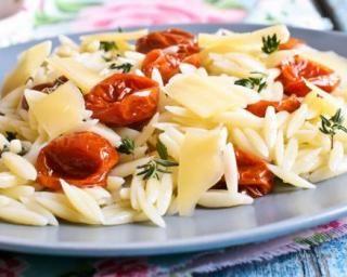 Pâtes diététiques aux tomates confites et romarin