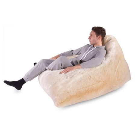 narwhal fur bean bag white fox poufs poires pinterest fourrure renard blanc et renards. Black Bedroom Furniture Sets. Home Design Ideas