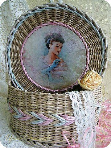 Плетеная шкатулка из бумажной лозы...
