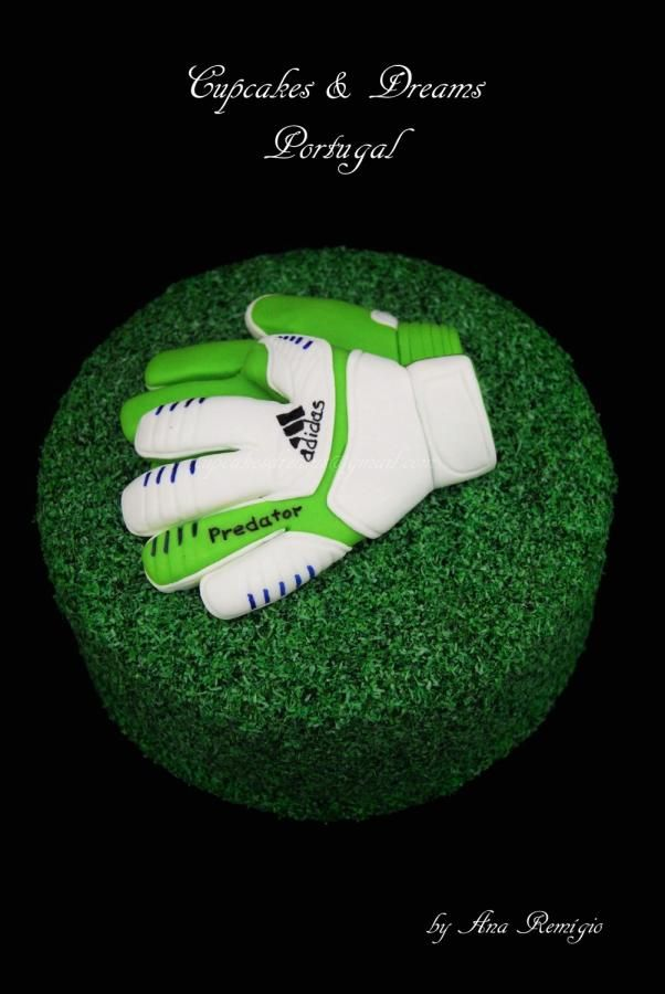 MANUEL NEUER GLOVES (German goalkeeper) by Ana Remígio - CUPCAKES & DREAMS Portugal