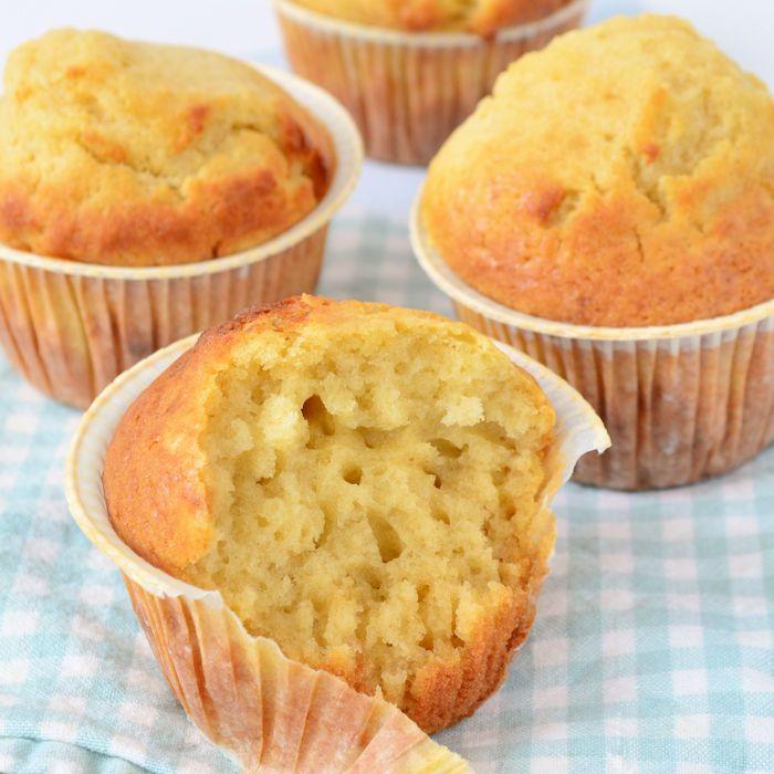 Een goed begin is het halve werk, ook bij het bakken van muffins. Daarom deel ik dit muffins basisrecept met jullie, heel eenvoudig zelf te maken.