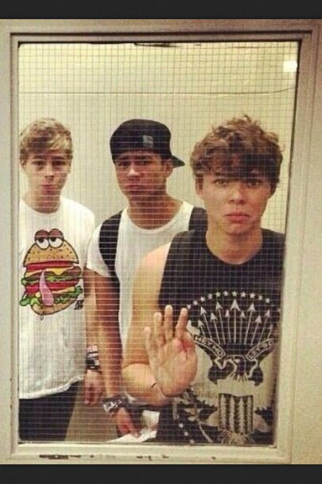 The boys bailing you out of jail because the hated how secruity arrested you for just attacking them with love. Luke Hemmings Calum Hood Ashton Irwin 5 Seconds of Summer❤️❤️❤️❤️