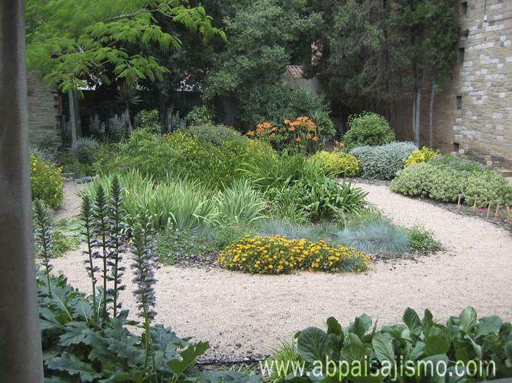 paisajismo y jardinera del claustro un jardn diseado con materiales y especies de jardinera