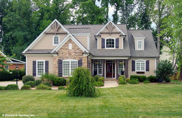 Plan of the Week under 2500 sq ft - The Ivy Creek 921! 2193 sq ft, 3 beds, 2.5 baths. #WeDesignDreams